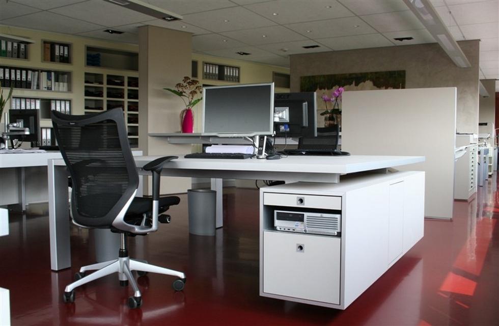 Kastenwand misschien te combineren met paneeldeuren en bureau en